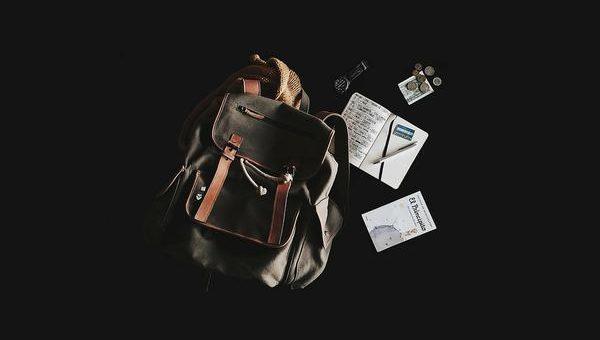 Szkolna moda na materiałową męską torbę na ramię