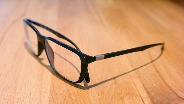Noszenie okularów korekcyjnych jest modne