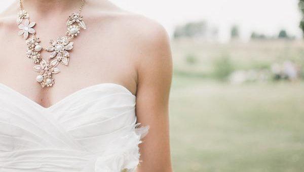 Zjawiskowy ślub przy namiocie ślubnym