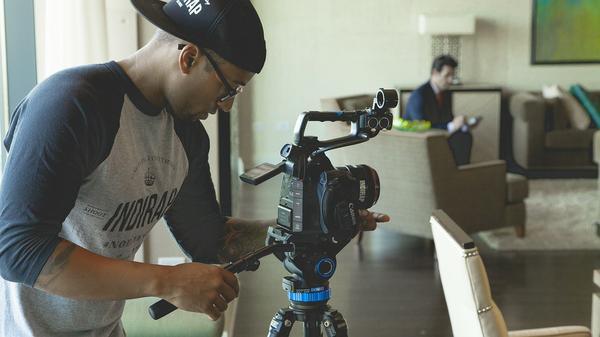 Kręcenie filmu w profesjonalnym studio