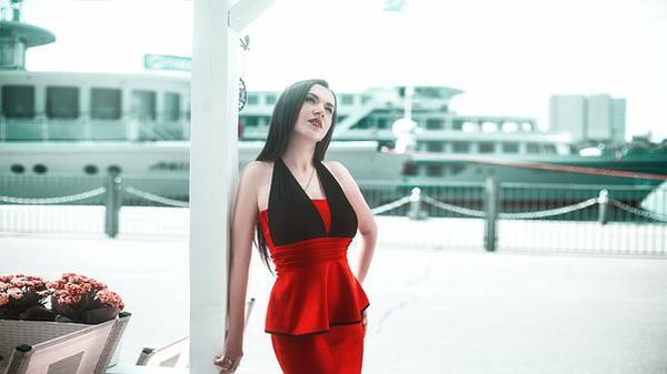 Tulipanowa sukienka damska, wkracza w świat mody
