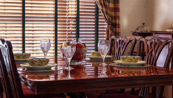 Jaki wybrać stół do jadalni?