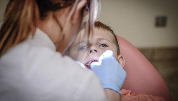 Unit stomatologiczny a dzieci