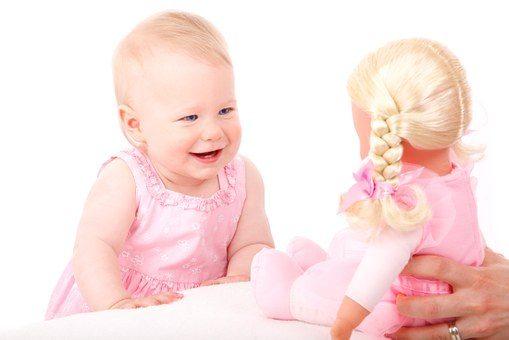 Przegląd populanych zabawek interaktywnych dla dziewczynek