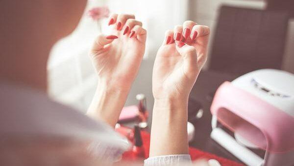 Lampy UV dla zadbanych paznokci
