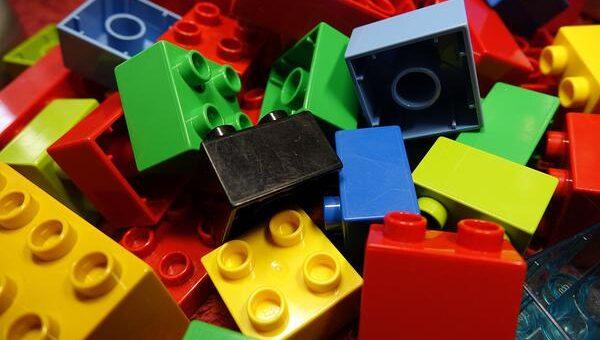 Posiadanie klocków konstrukcyjnych rozwija wyobraźnię dziecka