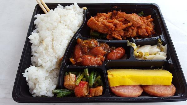 Plastikowe pojemniki do diety pudełkowej na wynos